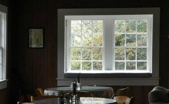 Ten Inverness Way: Breakfast Area