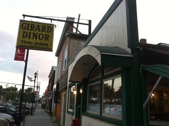 Girard Dinor: view from the sidewalk