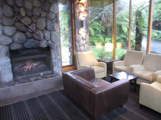 Scenic Hotel Franz Josef Glacier Hotel: lounge area