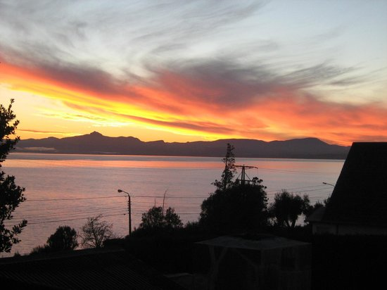 Hosteria Antu Kuyen: Amanecer visto desde la habitacion Nahuel Huapi