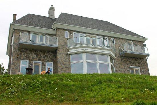 Cliffside B & B: Oceanside view of House