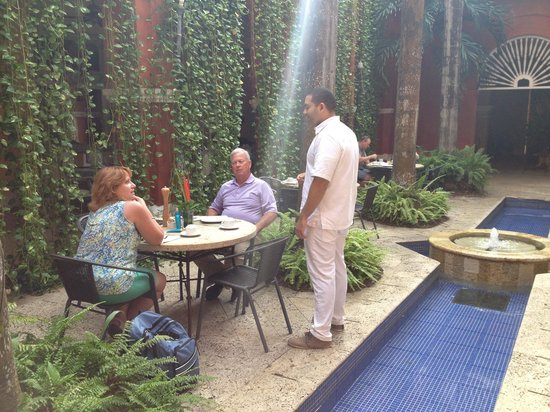 Casa Pestagua Hotel Boutique, Spa: Lovely eating outside each morning