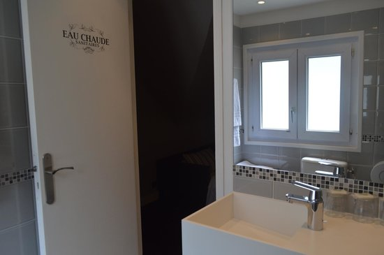 Hotel Excelsior Latin: baño y parte de la habitación