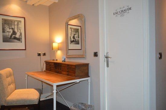 Hotel Excelsior Latin: escritorio en la habitación nº2