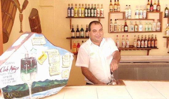 Club Amigo Marea del Portillo: Ramon the Pool Bartender