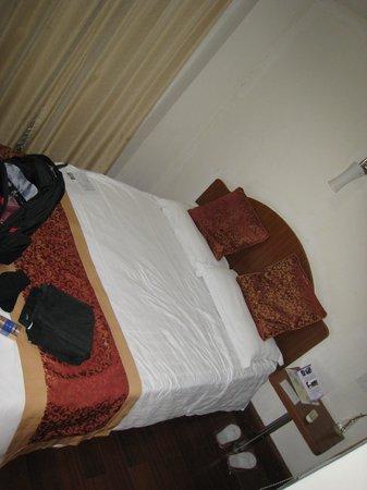 Shijia Hotel: Small room