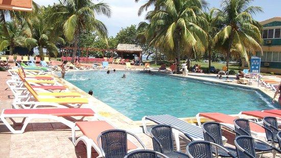Club Amigo Marea del Portillo: Pool area looking at Beach/Bar