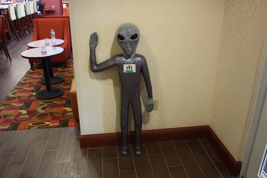Hampton Inn & Suites Roswell: Carlos the alien