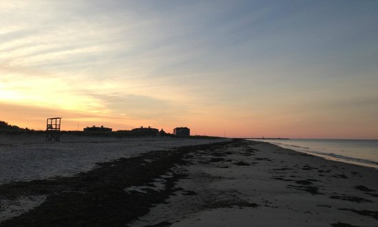 Winstead Inn and Beach Resort: Beach at sunrise