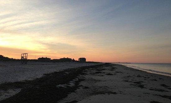 Winstead Inn and Beach Resort : Beach at sunrise