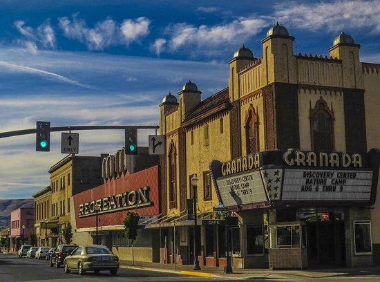 The Dalles: Historic theater Downtown