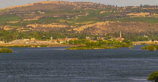 The Dalles: City from across the River.