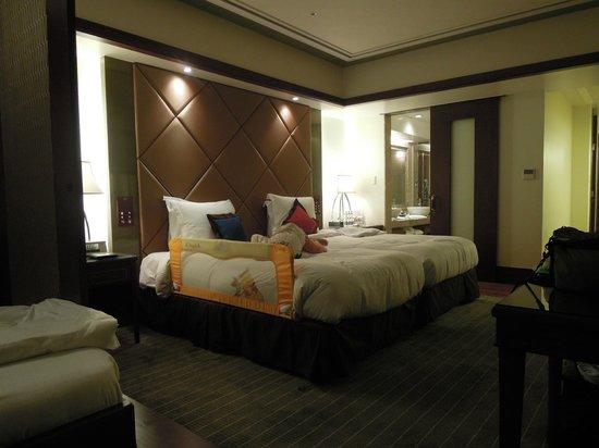 Okinawa Spa Resort EXES : ちょっと残念なベッドガード