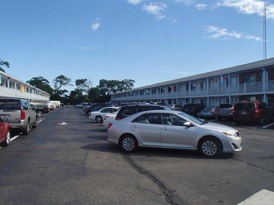 Americas Best Value Inn & Suites / Hyannis: Outdoor Hallways