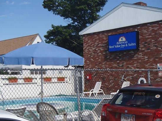 Americas Best Value Inn & Suites / Hyannis: Outdoor Pool Area