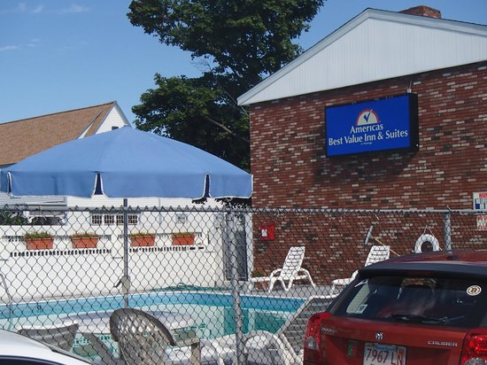 Outdoor pool area picture of americas best value inn - Vanston swimming pool mesquite tx ...