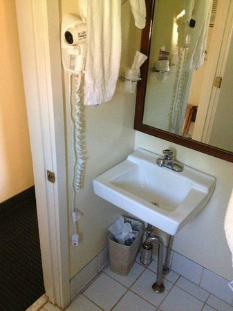 Rodeway Inn & Suites : tight space