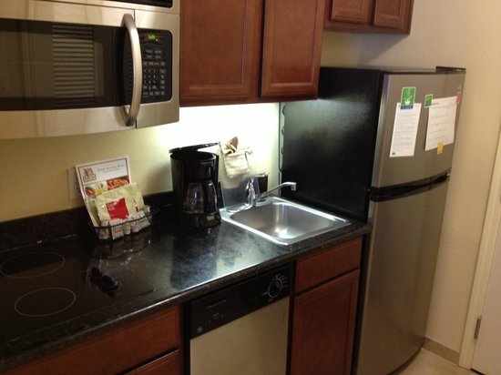 TownePlace Suites San Antonio Northwest : Standard Kitchen