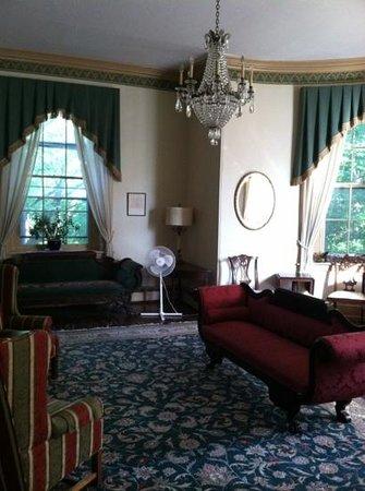 Hostelling International - Chamounix Mansion: main house room