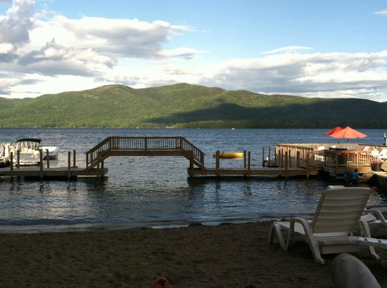 Flamingo Resort on Lake George: Gorgeous view from the beach