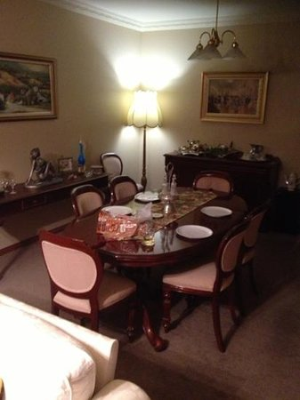 Wide Horizons Bed and Breakfast: Dinning Area