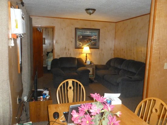 Flamingo Resort on Lake George: Our cabin - 3 bedroom - nothing fancy but clean & comfortable
