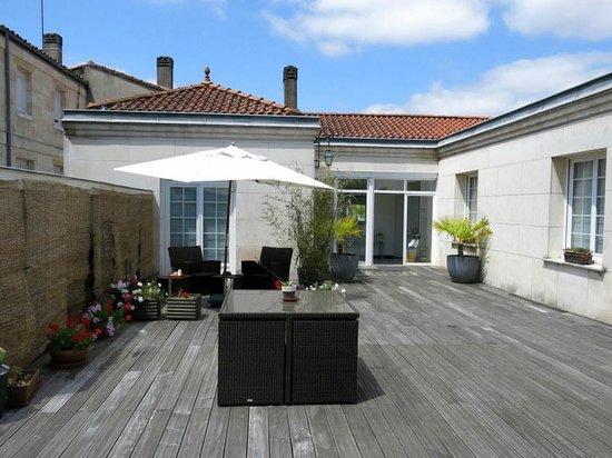 La Villa - Bordeaux Chambres d'Hôtes : On the Terrace, looking towards B&B