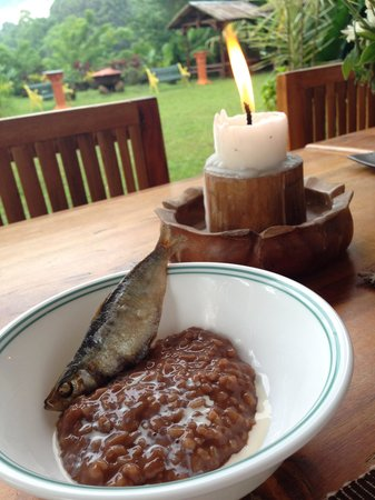 Majayjay Bed and Breakfast : Champorado with tuyo! One of the breakfast dishes served to us (among many others)