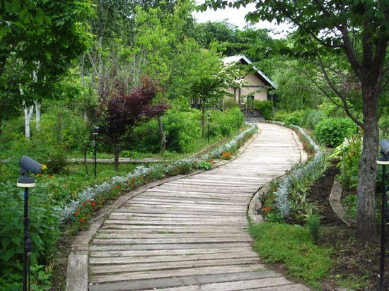 Makubetsu-cho, Japan: Garden pathways