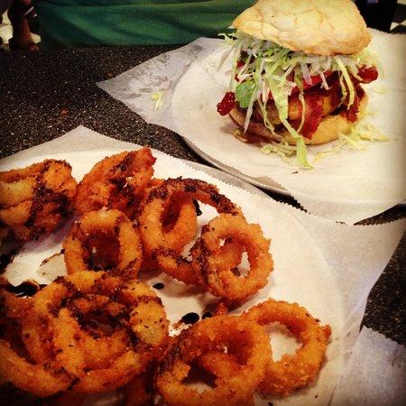MELT Gourmet Cheeseburgers: Burger & rings