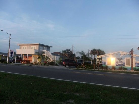 Flagler Beach Motel: View of Motel from the beach