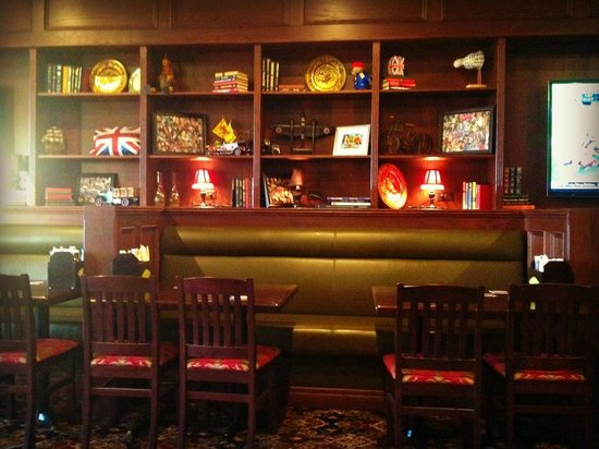 Magwyers Pub: Warm, welcoming decor