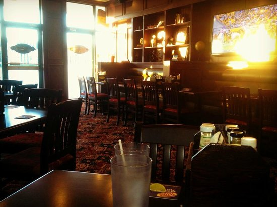Magwyers Pub: Large screen TV's, plenty of space