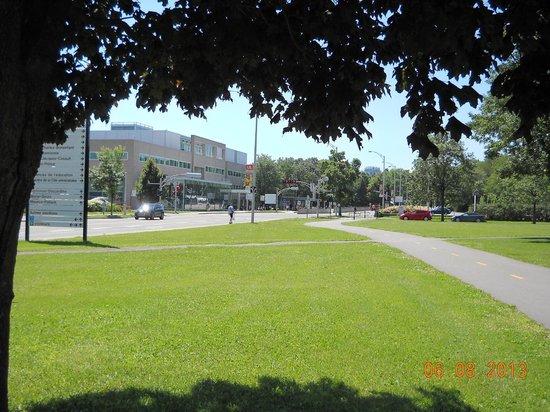 Residences Universite Laval : Pavillon Desjardins - cafeteria, groceries, book store, bank, pub