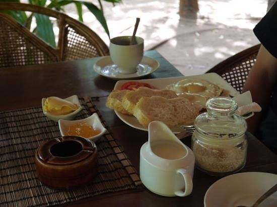 Surf 'n Sun Guesthouse & Restaurant: Nice breakfast!