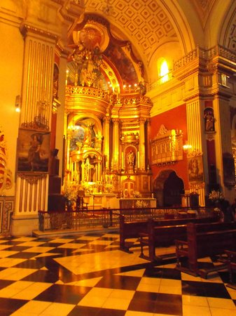 San Pedro Church (Iglesia de San Pedro): Fancy alter