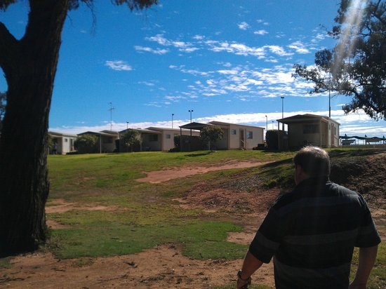 Euston Club & Cabin Resort: Cabins over looking Murray