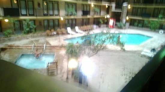 Fifth Season Inn & Suites: disgusting pool