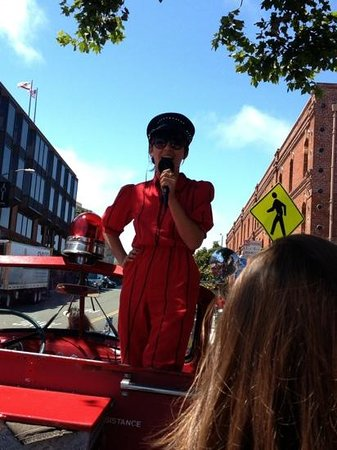San Francisco Fire Engine Tours & Adventures : Our singing guide!