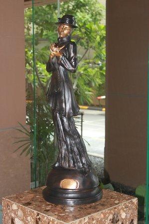 The Empire Place Condo : Bronze Lobby Statue