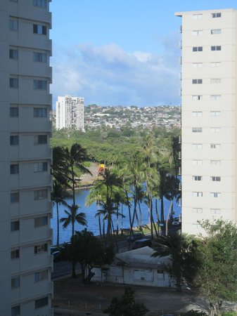 Wyndham Royal Garden at Waikiki: View of canal from 8th floor lanai