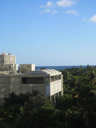 Wyndham Royal Garden at Waikiki : View of ocean from 8th floor lanai