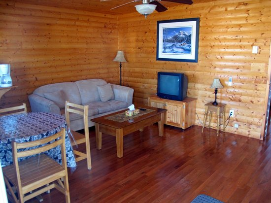 Burnt Cape Cabins and Cafe: Living Room