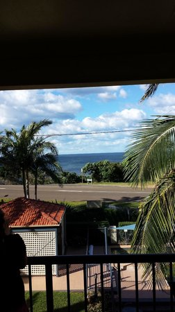 South Pacific Apartments: View of Flynns Beach