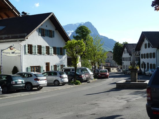 Hotel & Gasthof Schatten : Looking down the street from the front of the hotel
