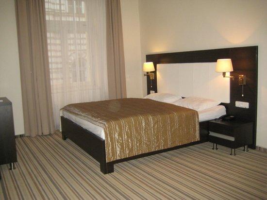 Hotel Sunrise: Habitación gigaaaaante