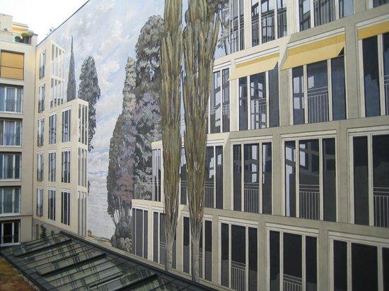 relexa hotel Stuttgarter Hof: Trampantojo del patio interior