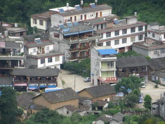 Yangshuo Village Inn : The hotel is seen here with its restaurant on top