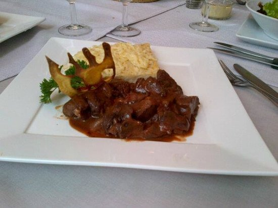 KUDeTA: Meat with fois gras sauce