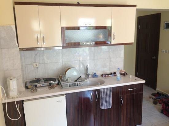 Sun Village Apartments: kitchenette